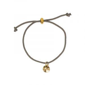 2408Armband grijs koord met gouden bedel