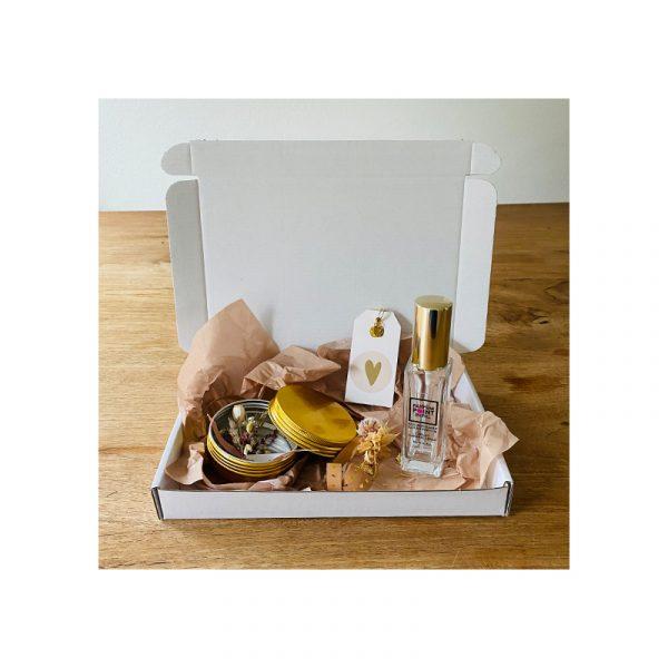 Giftbox Goud met parfum, droogbloemen en oorbellen